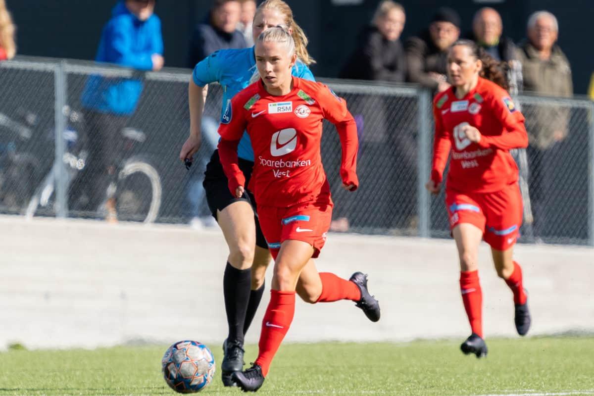 Thea Bjelde i full fart mot Rosenborg.