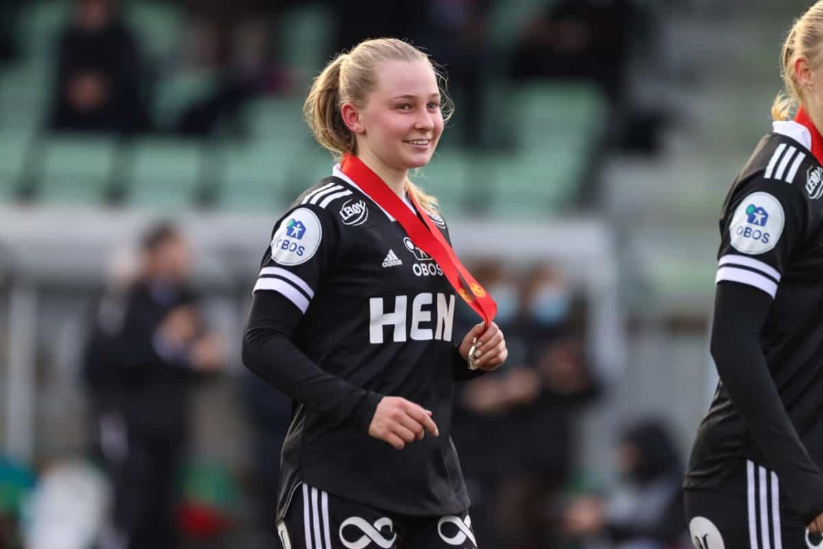 Emilie Joramo med sølvmedaljen.